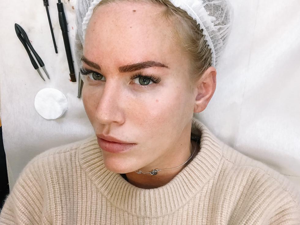 Ögonbryn-Kosmetisk-Tatuering