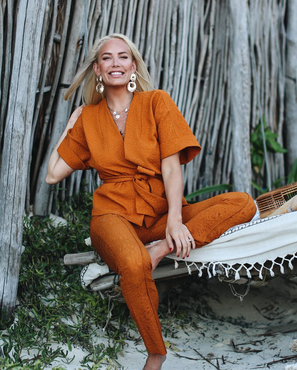 Stylein-Blondinbella-Kostym-Orange-