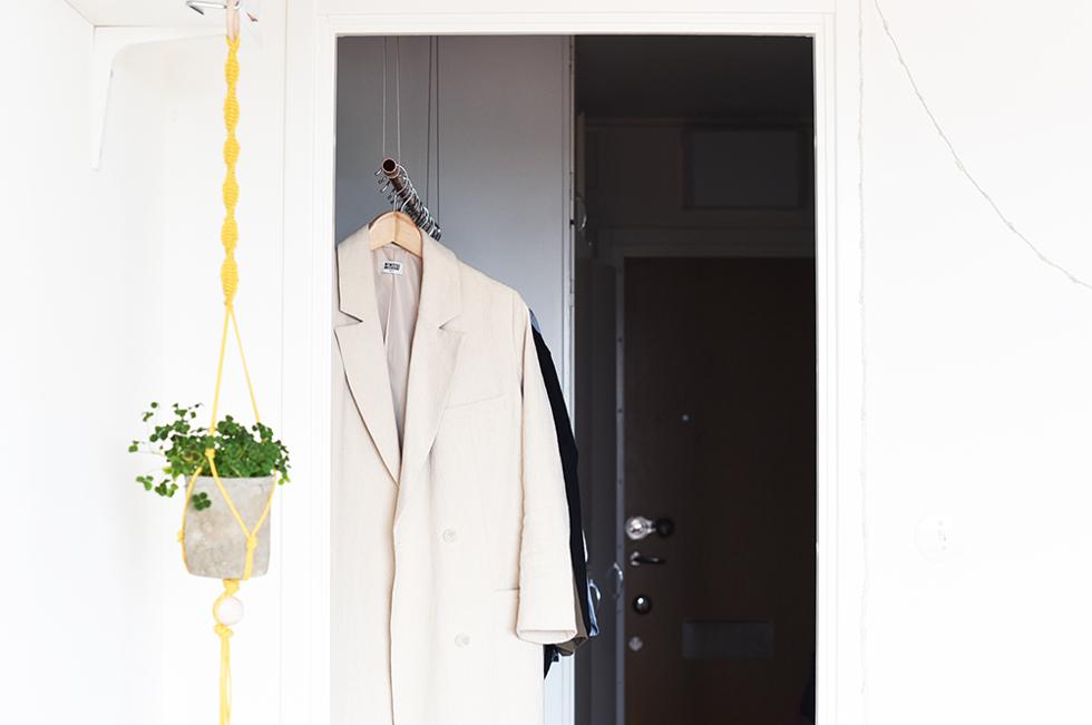 hängande klädställning