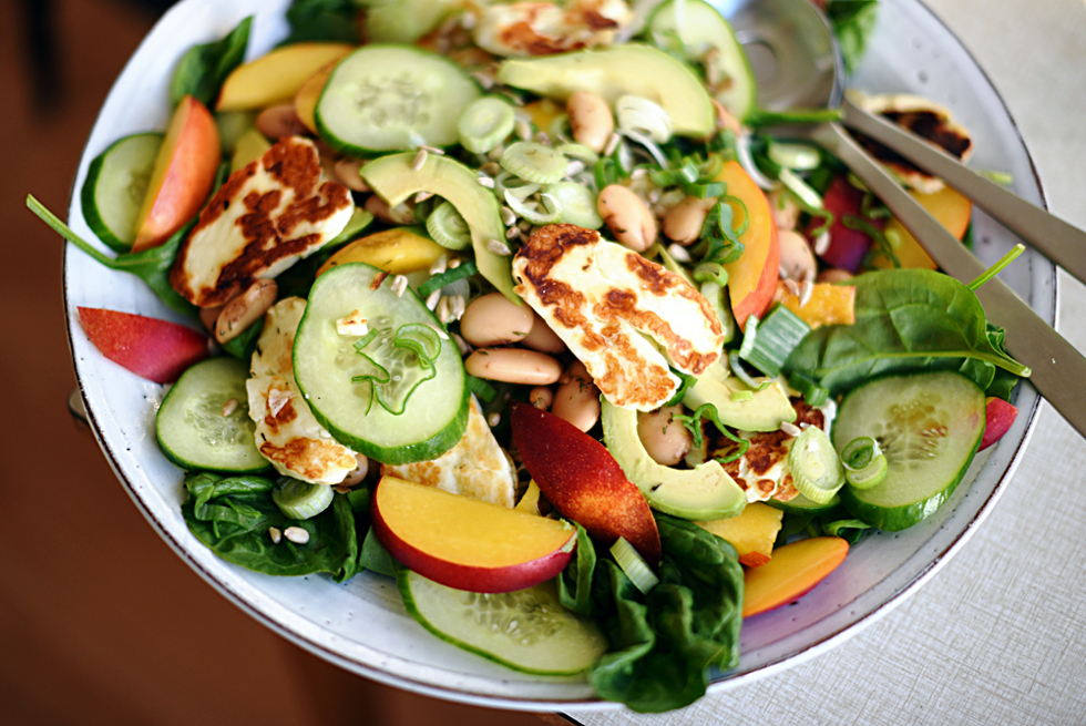 Sommarsallad med nektarin och halloumi | Nectarine and halloumi summer salad