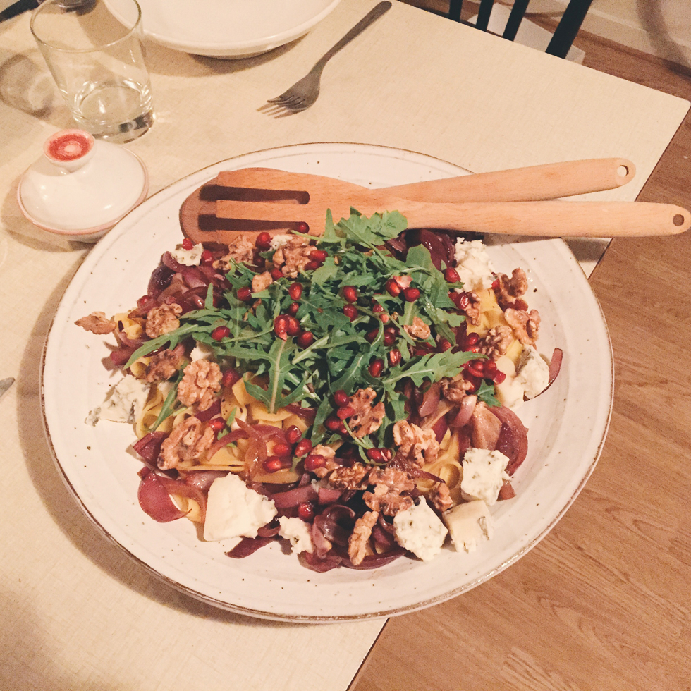 Pasta with roasted red onions, walnuts and gorgonzola