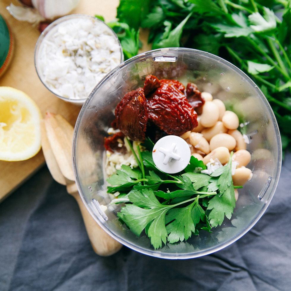 Hummus with sundried tomatoes and white beans - florasblogg.se, @florawis