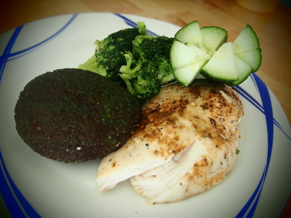 mat protein kyckling hälsa kost vikt hälsosam fett avokado broccoli kyckling