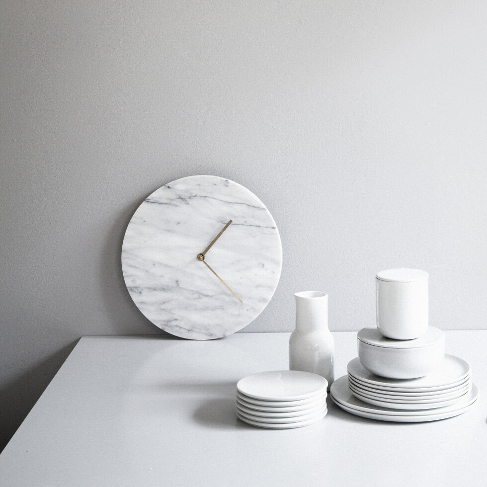 Menu_wallclock_white_scene2