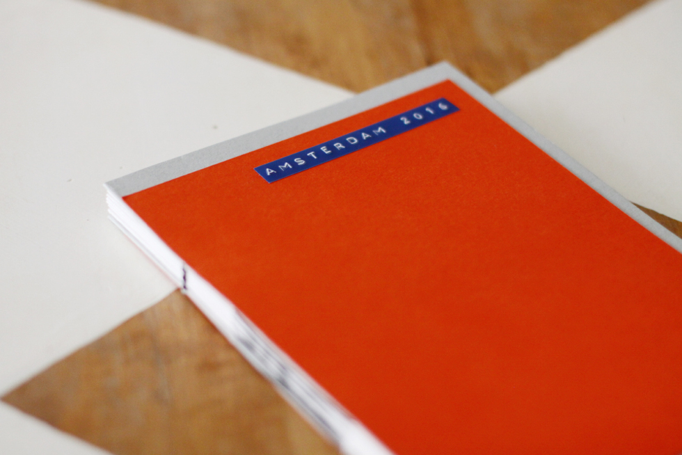 ett minifotoalbum för trettiosex bilder