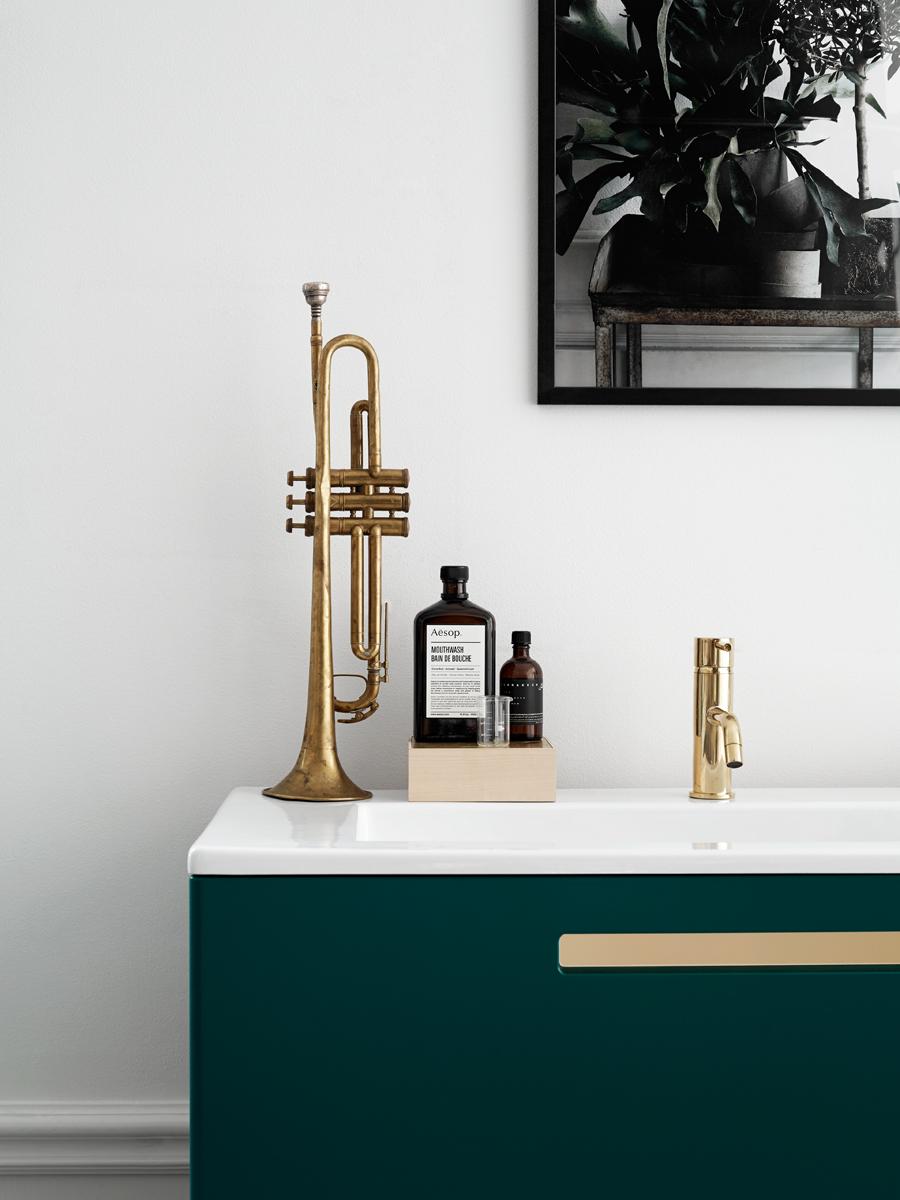 swoon_emerald_brass_detail