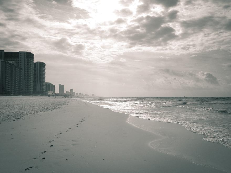 usa 600 running on the beach