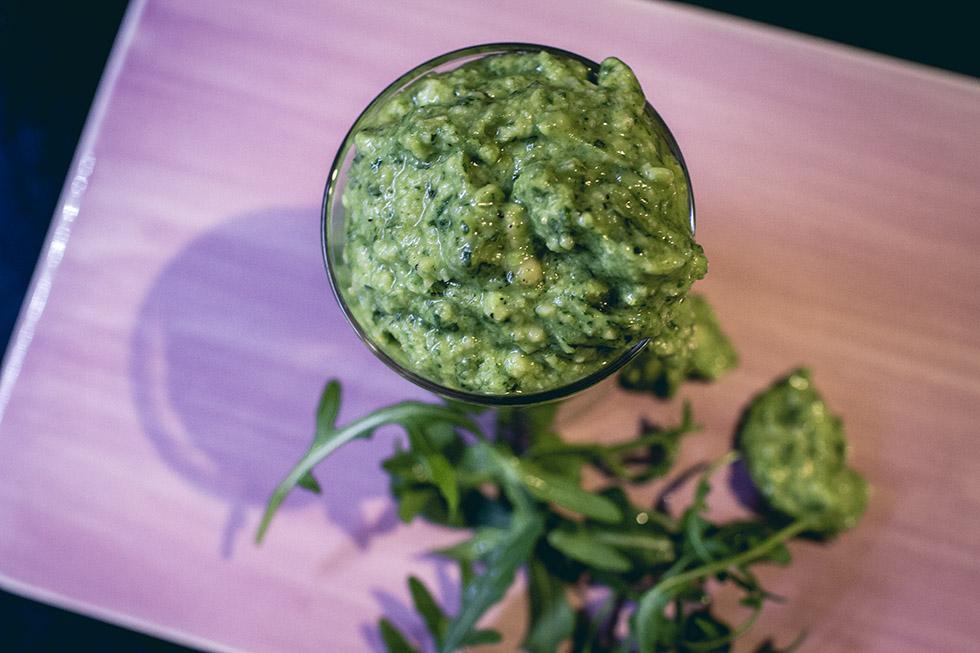 recept pesto gjord på ruccola