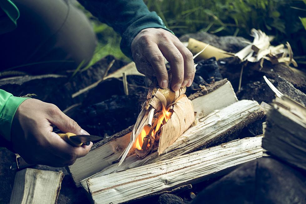 Tända eld med tändstål Morakniv