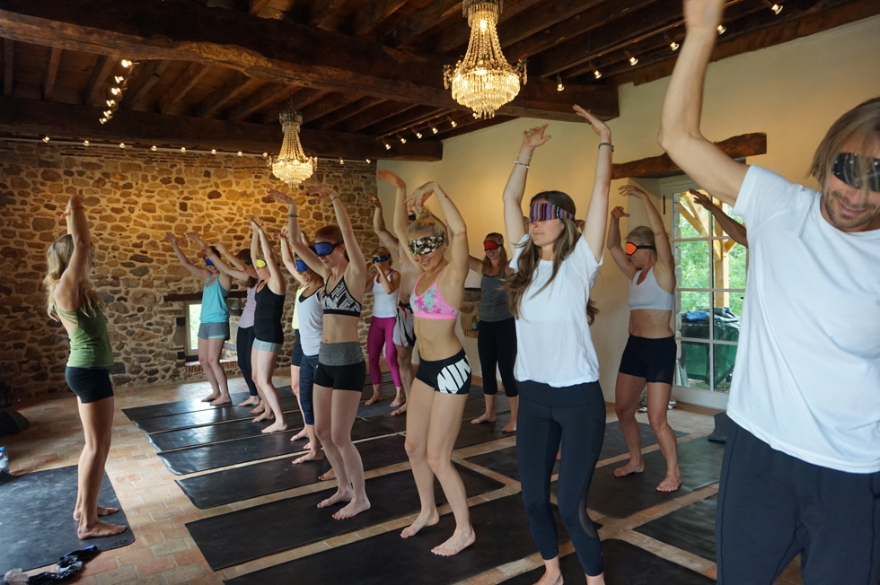 Yoga med ögonbindlar