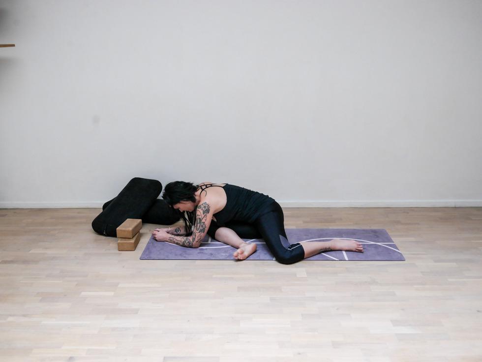 Yogautmaning Yin Sleeping swan