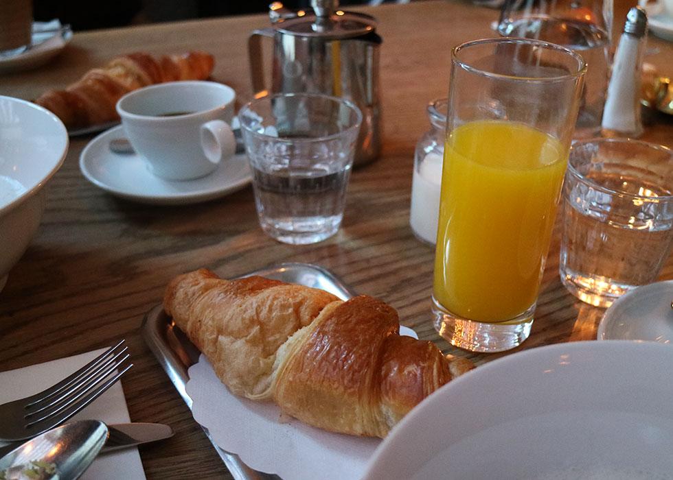 croissant-frukost