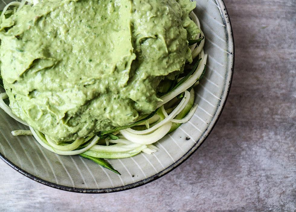 zucchinipasta-avokado