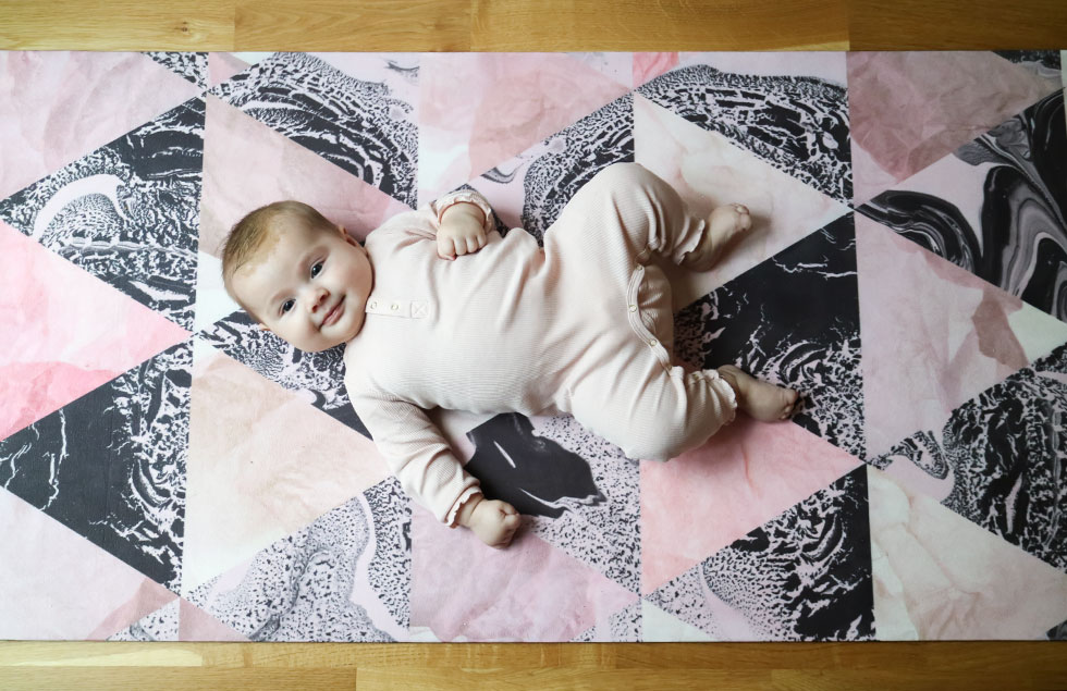 lily-på-mattan