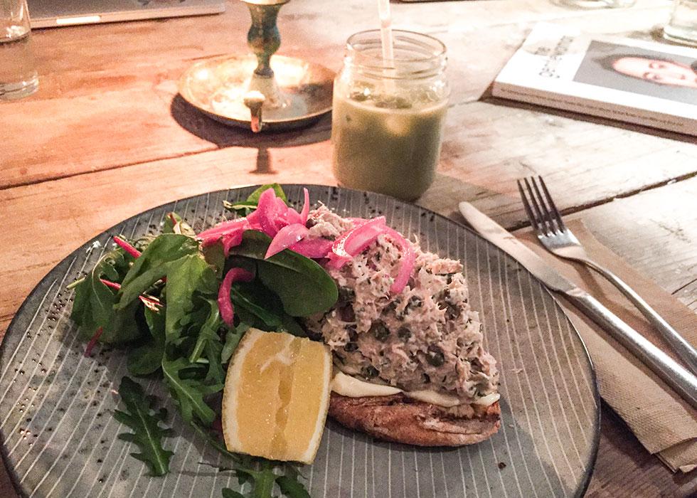 snickarbacken-7-nyttig-lunch-tonfiskrora-matchalatte-islatte-matcha