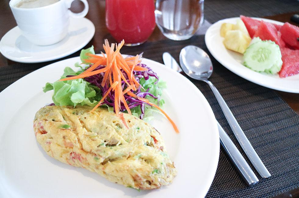 anja-forsnor-thailand-krabi-sofitel-breakfast-frukost-hotellfrukost-omelett-scrambled-eggs