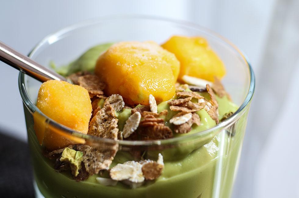 finax-urkraft-musli-avokadoyoghurt-mango-granola