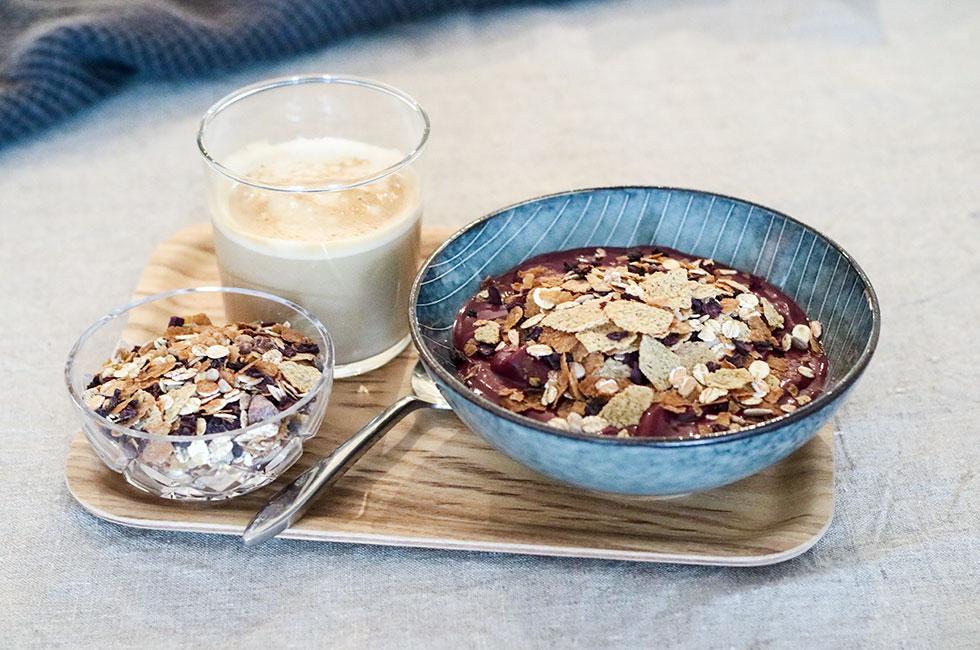 frukost-acaibowl-finax-urkraft-muesli-rodbeta-kakao