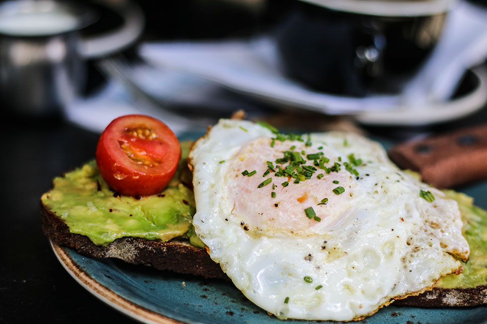 avocado-eggs-toast-dudleys-new-york-frukost-breakfast-brunch