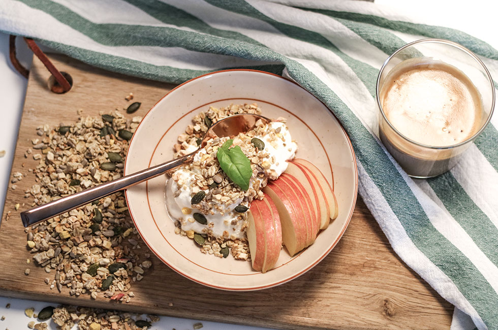axa-granola-pumkpin-seed-orange-apple-breakfast-frukost