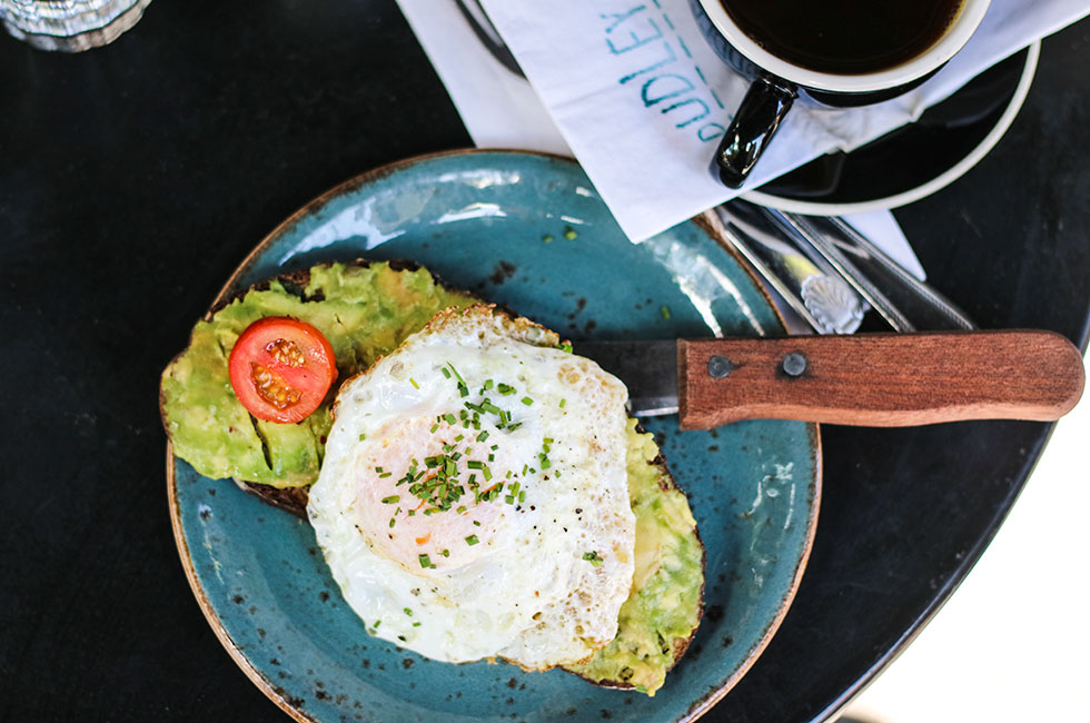 dudleys-new-york-avocado-toast-eggs-breakfast-brunch-frukost