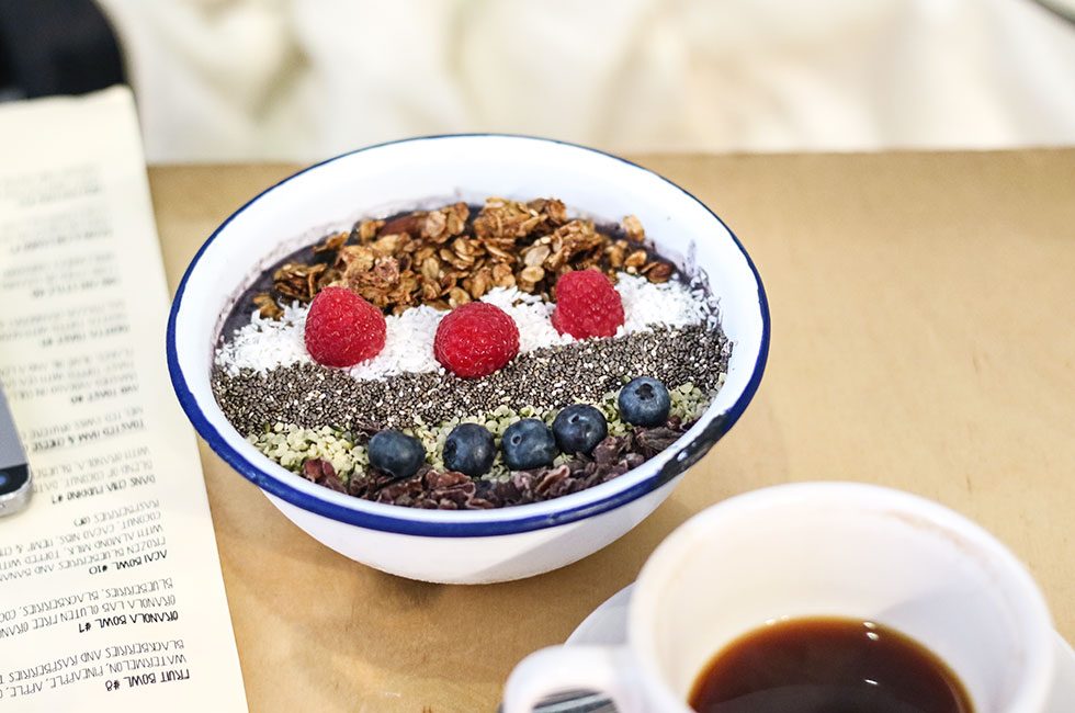 two-hands-new-york-acai-bowl