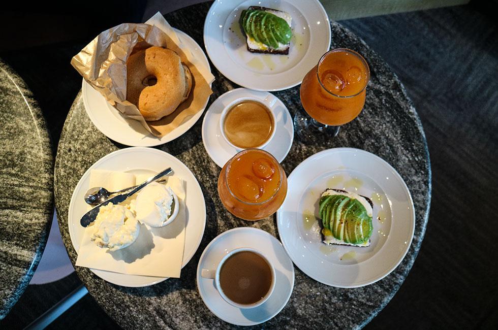 klang-frukost-juice-avokado-bagel