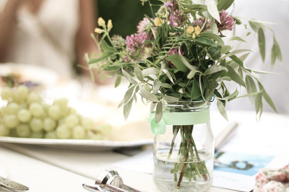 midsommar-dukning-blommor