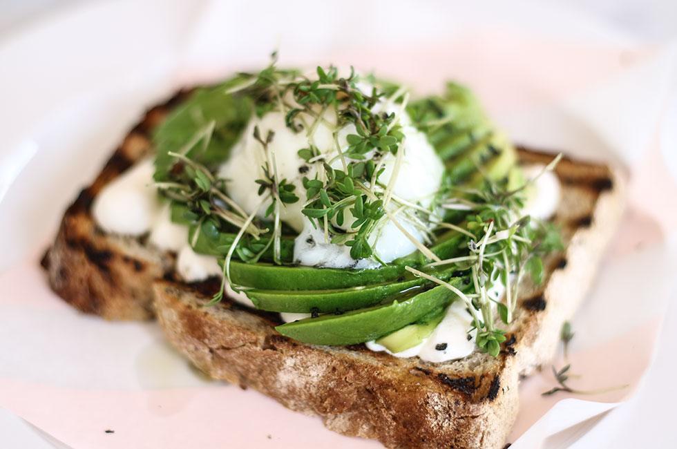 scandic-haymarket-frukost-avokado-macka