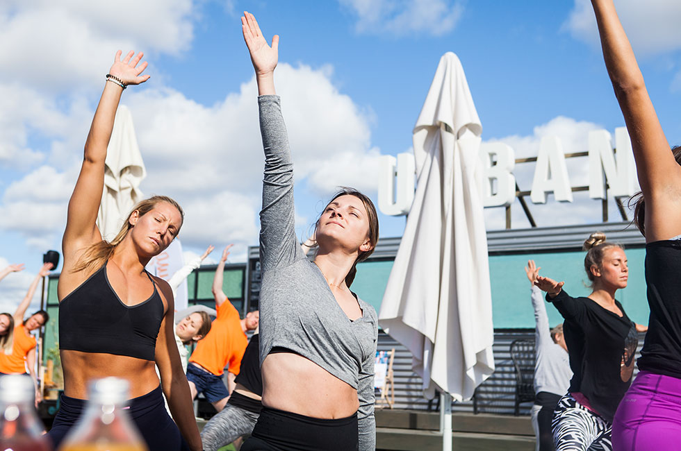yoga-grounded-factory-smiling-urban-deli-elin-kjos-sofie-lundberg