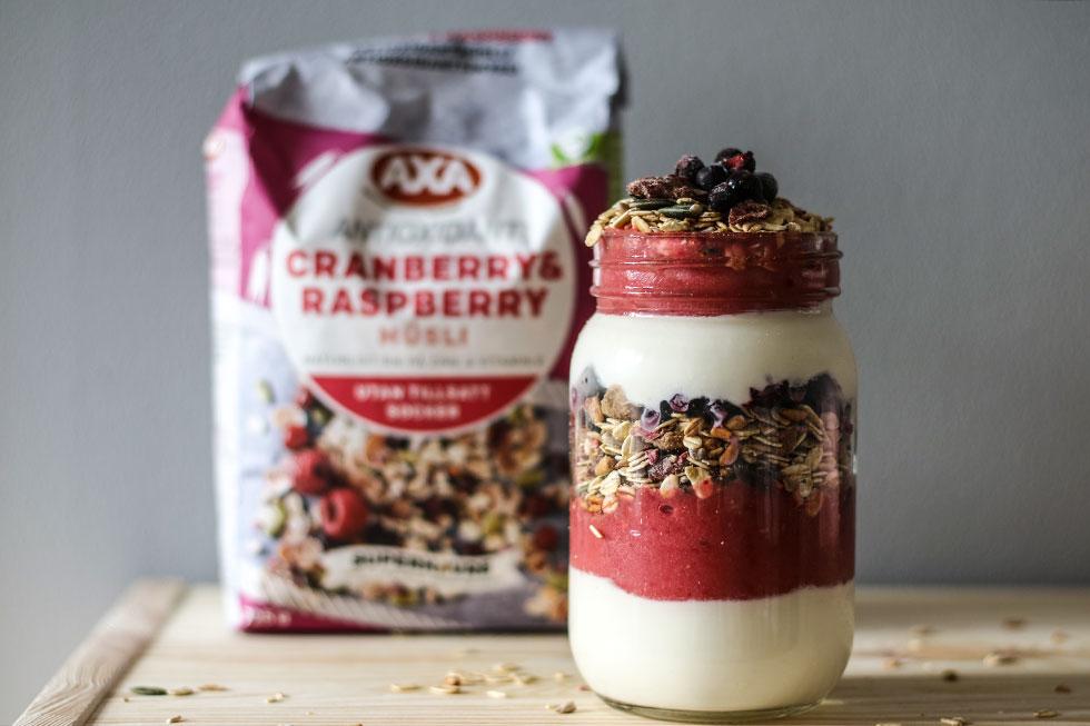 yoghurt-muesli-smoothie-parfait