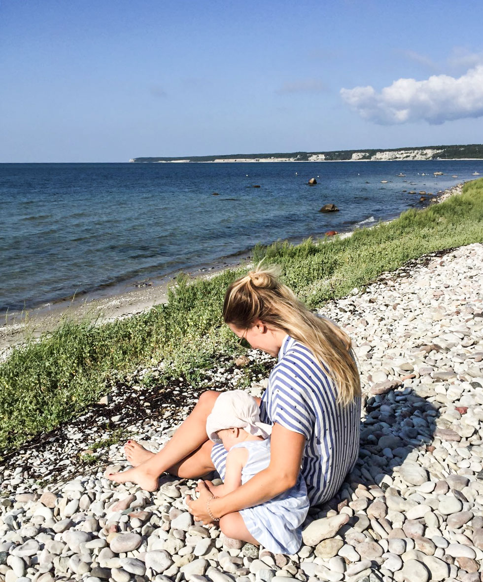 anja-forsnor-lily-gotland-sommar-strand-ihreviken
