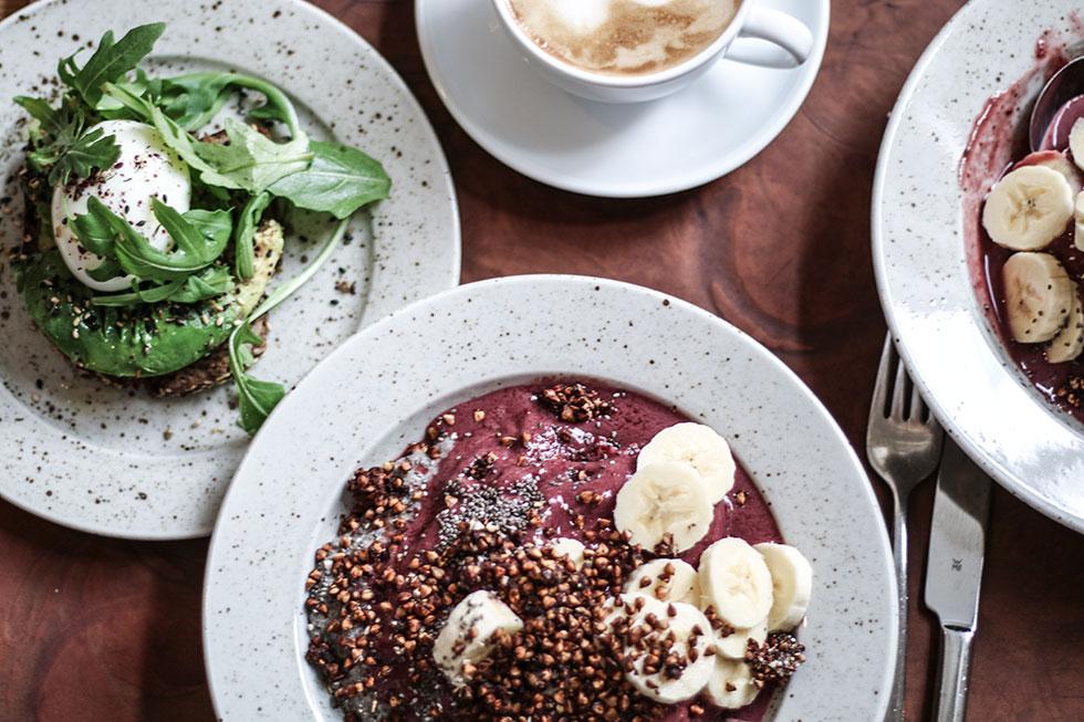 frukost-pom-och-flora-acai-avokado