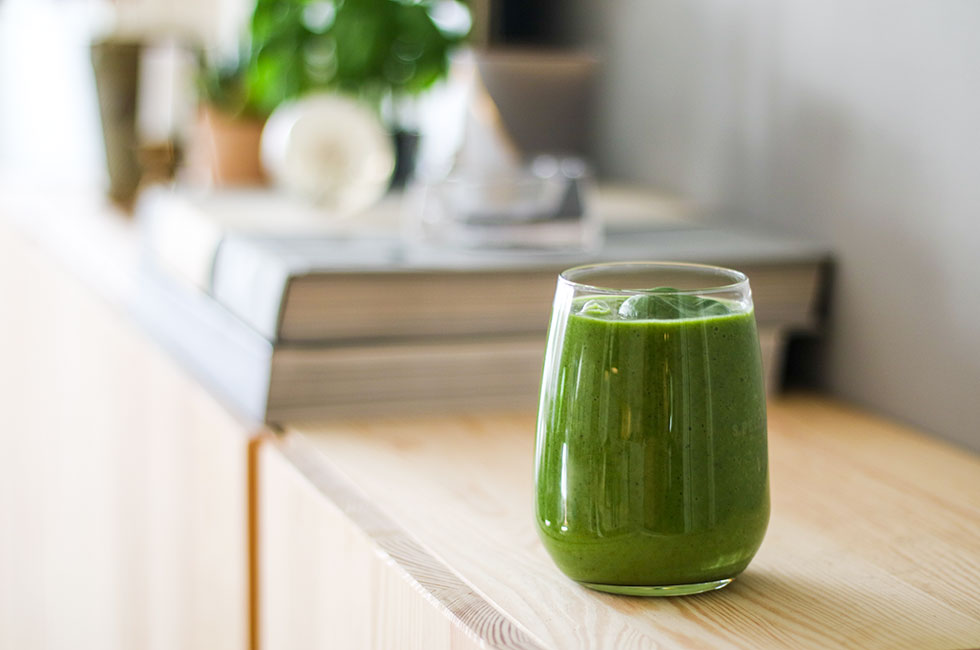 green-kale-smoothie-healthy-breakfast