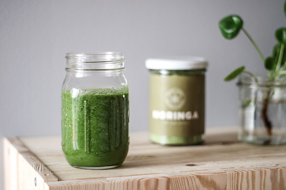 green-smoothie-with-moringa