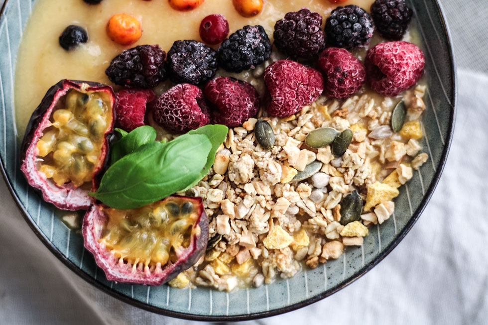 mango-smoothie-bowl-granola
