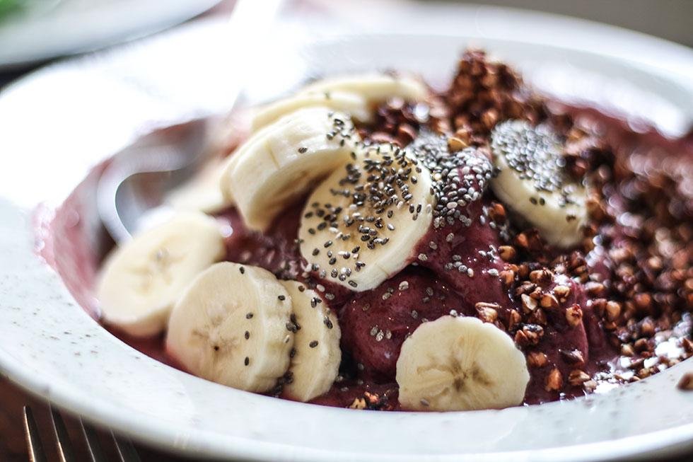 pom-och-flora-frukost-acaibowl-lingon-smoothie-stockholm
