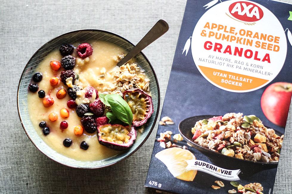smoothie-granola-mango-bowl