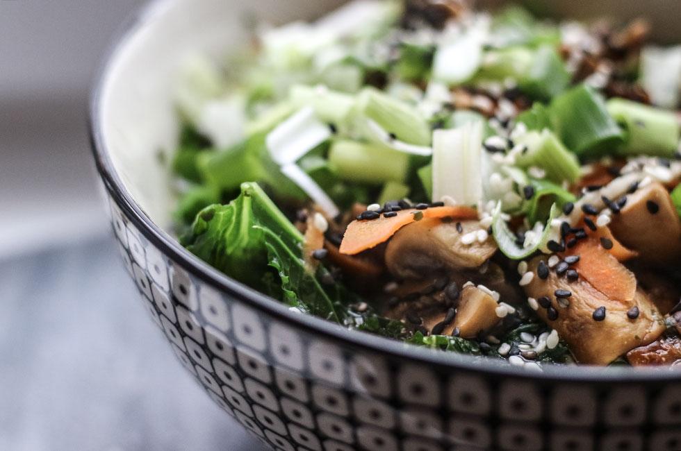 asiatisk-ramen-soppa-vegetarisk-nudlar-svamp