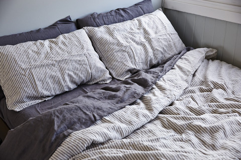 INBED_STRIPEDUVET_large