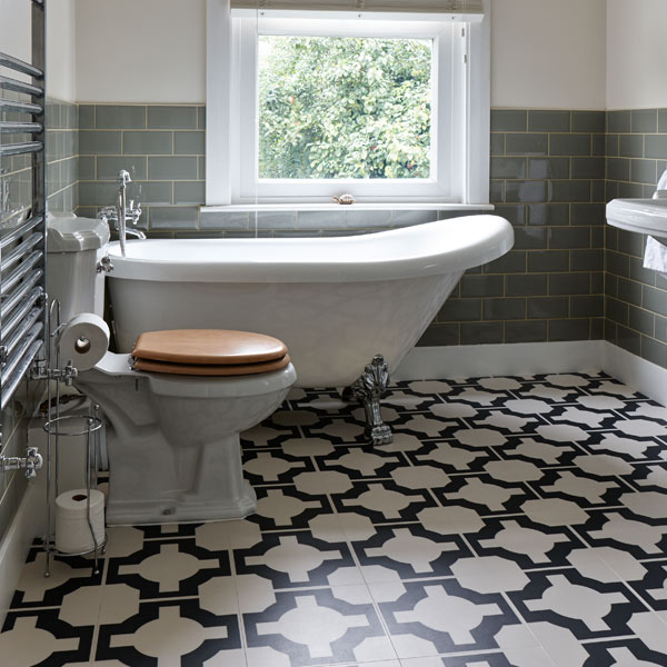 white-black-floor-in-bathroom-600