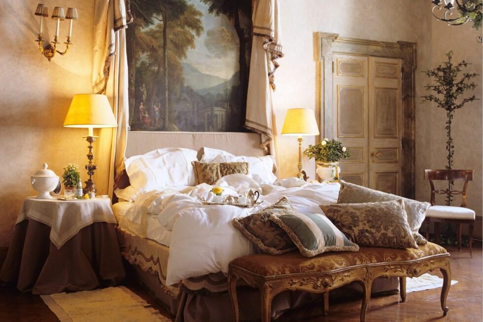 NAPOLEONE-SUITE-BEDROOM-at-residenza-napoleone-III-rome-italy-conde-nast-traveller-11feb16-pr_