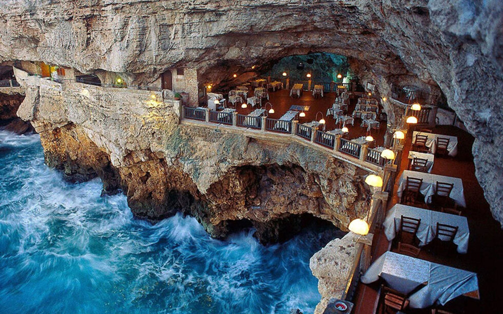 italian-cave-restaurant-grotta-palazzese-polignano-mare-31-ITALY0116
