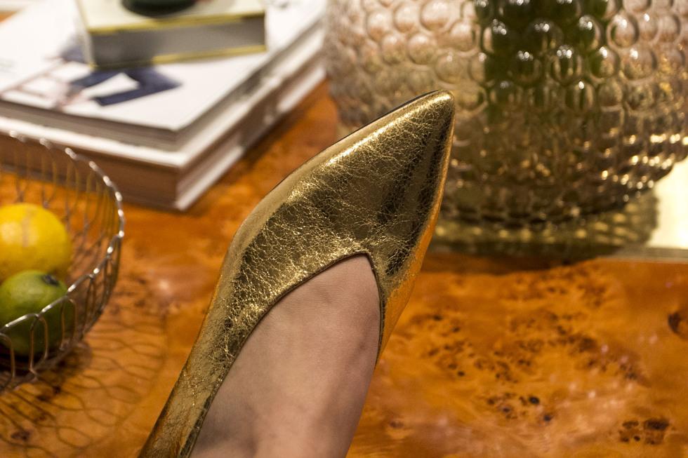 golden-shoes-_-henrietta-fromholtz_7