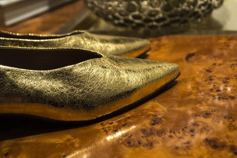 golden-shoes-_-henrietta-fromholtz