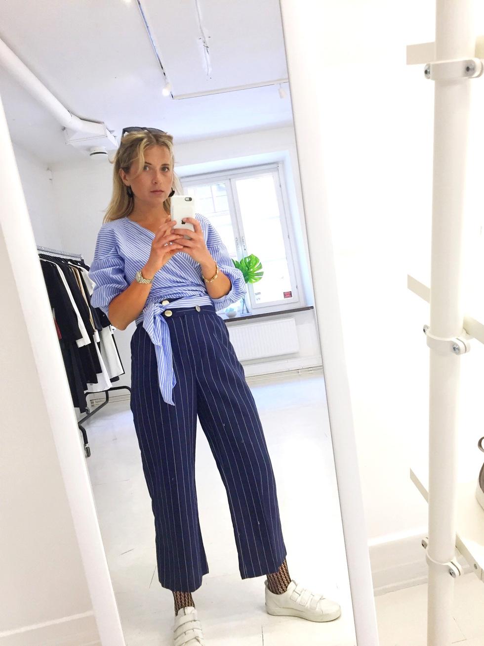 Blue outfit Henrietta Fromholtz