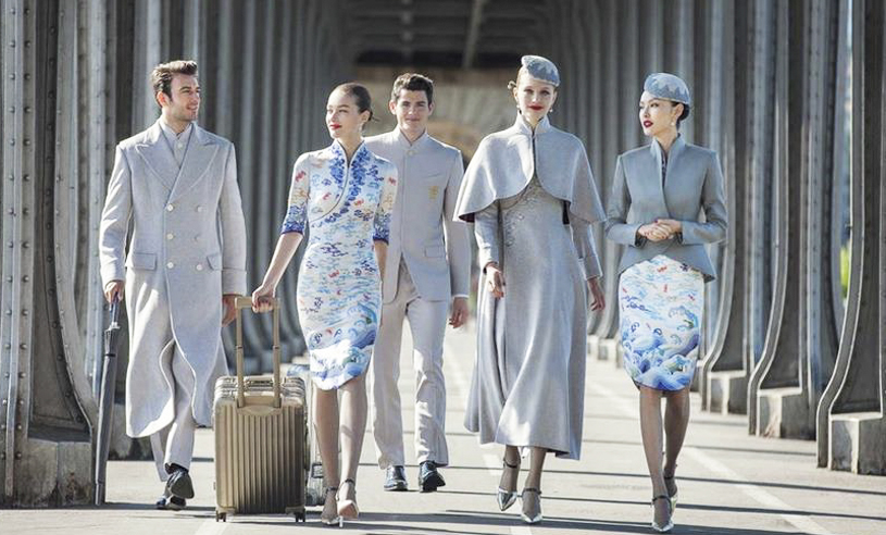 Flygbolaget lanserar stilsäkra uniformer – i samarbete med känd designer
