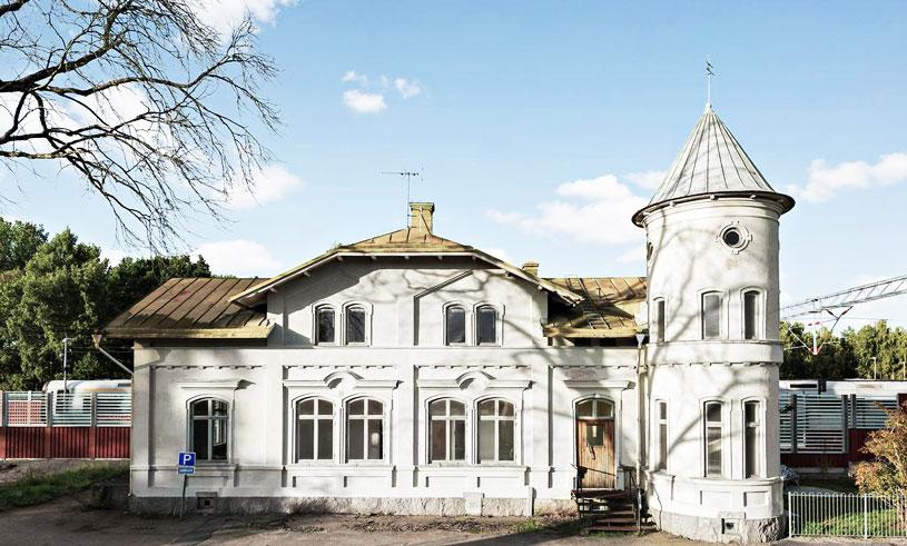 Veckans hem är slottsliknande stationshuset med världens potential